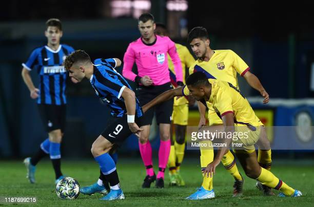 Edoardo Vergani of FC Internazionale competes for the ball with Xavier Tshimanga of FC Barcelona during the UEFA Youth League group F match between...