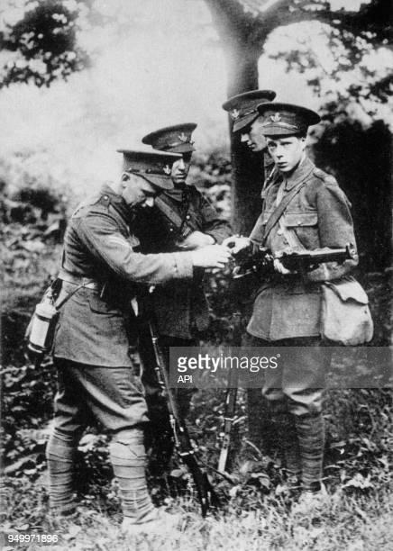 Edouard VIII Prince de Galles rejoint le régiment de Grenadiers en 1914 à l'orée de la Première Guerre Mondiale RoyaumeUni