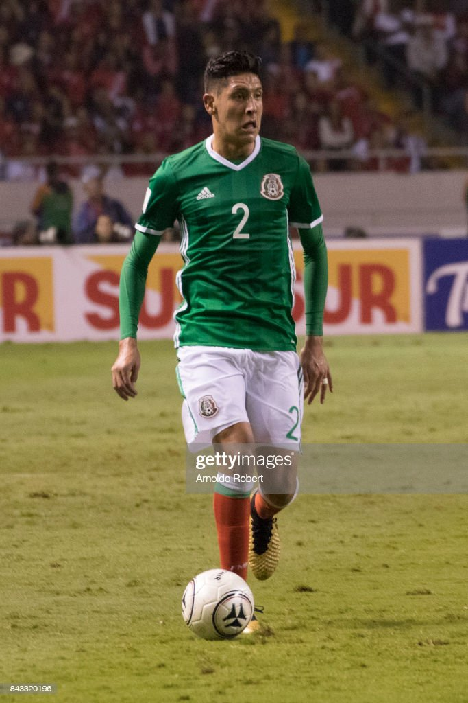 Edson Alvarez of Mexico drives the ball during the match between Costa Rica and Mexico as part of the FIFA 2018 World Cup Qualifiers at Nacional de Costa Rica Stadium on September 05, 2017 in San Jose, Costa Rica.