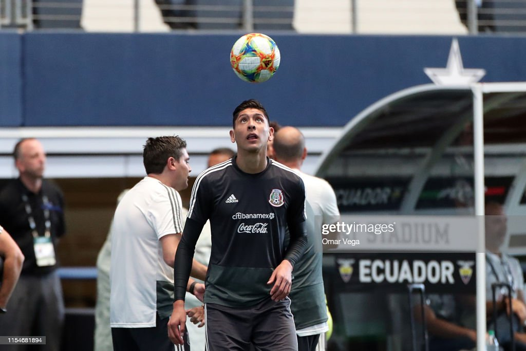 Mexico Press Conference & Training Session : News Photo