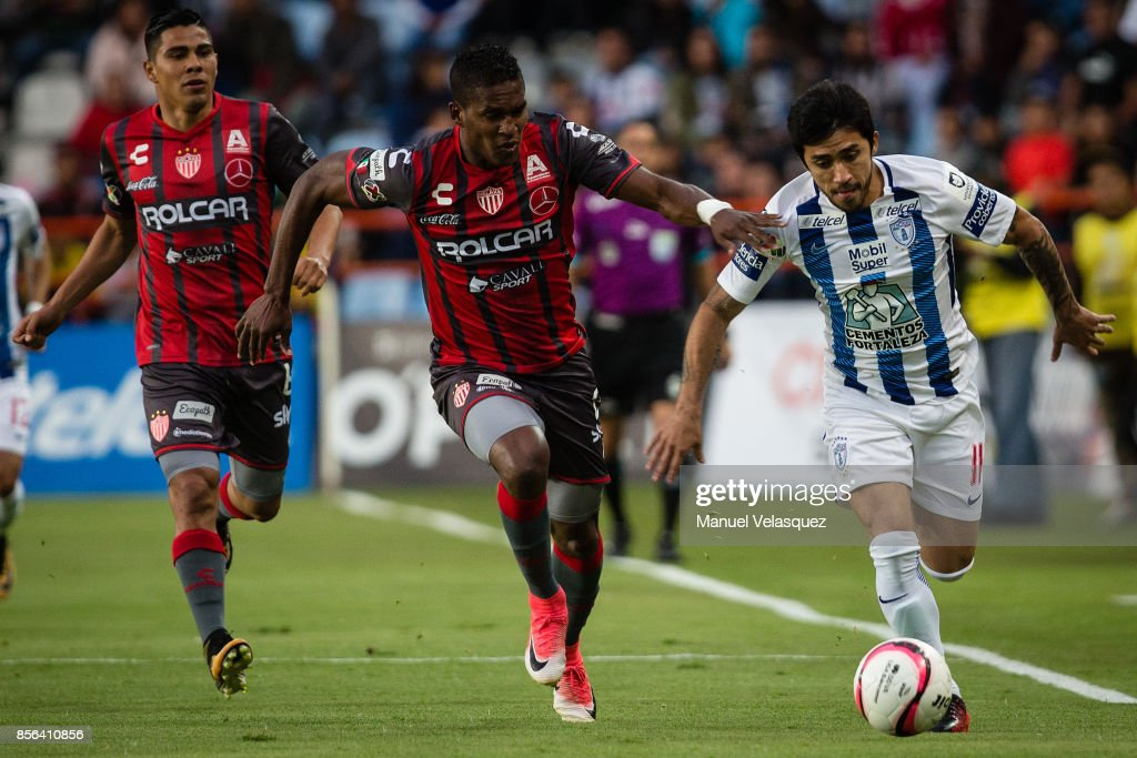 Edson Puch (R) of Pachuca struggles for the ball against Brayan Beckeles (L) of Necaxa during the 12th round match between Pachuca and Necaxa as part of the Torneo Apertura 2017 Liga MX at Hidalgo Stadium on September 30, 2017 in Pachuca, Mexico.