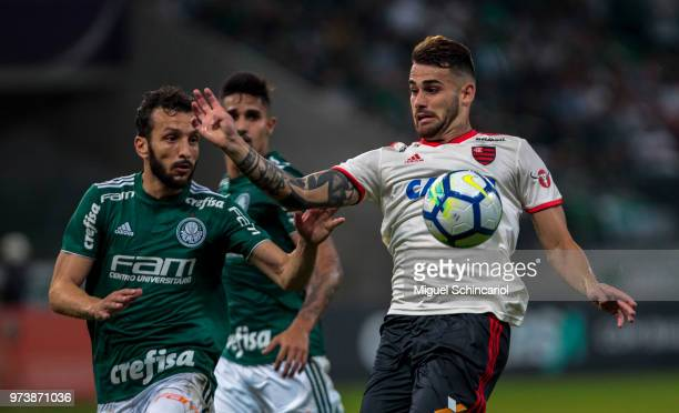Edu Dracena of Palmeiras vies the ball with Felipe Vizeu of Flamengo during a match between Palmeiras and Flamengo for the Brasileirao Series A 2018...