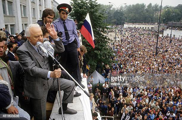 Eduard Shevardnadze USSR Minister of Foreign Affairs waves during the The August Coup while hardline members of the Communist Party of the Soviet...