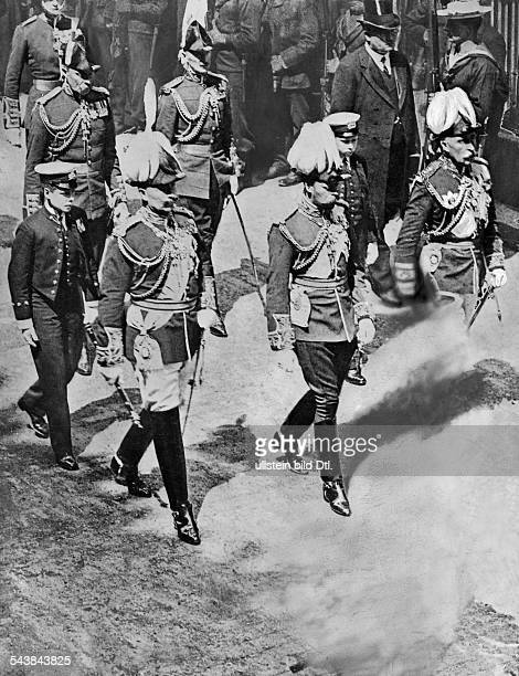 Eduard VII *09111841King of Great Britain and Ireland 19011910 in the funeral procession of his son King George V of Great Britain 1910 Photographer...