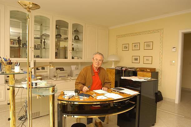 Eduard Zimmermann Homestory Leukerbad Schweiz Schreibtisch