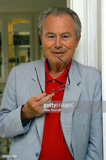 Eduard Zimmermann, Homestory, Porträt, Leukerbad, Schweiz, Europa, Brille, Regal, Bücherwand, Bücher, Journalist, Moderator, Promi MZ, CD; P.-Nr....