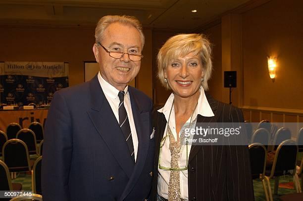 Eduard Zimmermann, Tochter Sabine Zimmermann, Leukerbad, Schweiz, Europa, Saal, Ex-TV-Moderator, TV-Moderatorin, Vater, Familie, Brille, Promi MZ,...