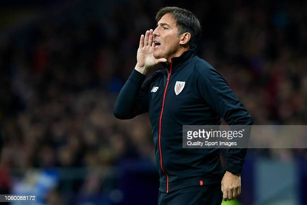 Eduardo Berizzo Manager of Athletic Club gives instructions during the La Liga match between Club Atletico de Madrid and Athletic Club at Wanda...