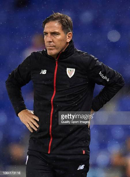 Eduardo Berizzo, Manager of Athletic Club looks on during the La Liga match between RCD Espanyol and Athletic Club at RCDE Stadium on November 5,...
