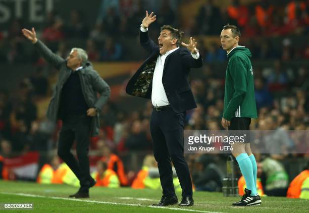 Eduardo Berizzo Manager of Celta Vigo reacts from the touchline during the UEFA Europa League semi final second leg match between Manchester United...