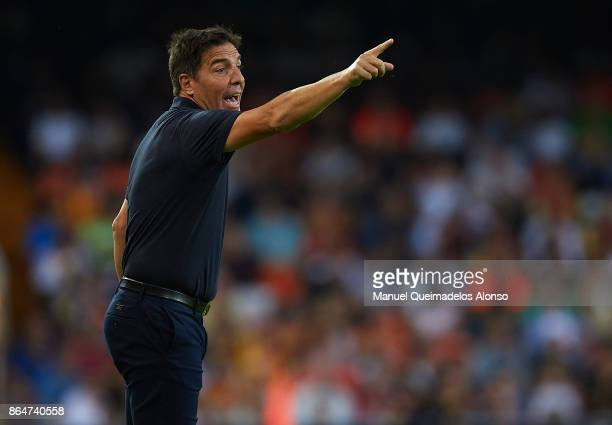 Eduardo Berizzo Manager of Sevilla FC gives instructions during the La Liga match between Valencia and Sevilla at Estadio Mestalla on October 21 2017...