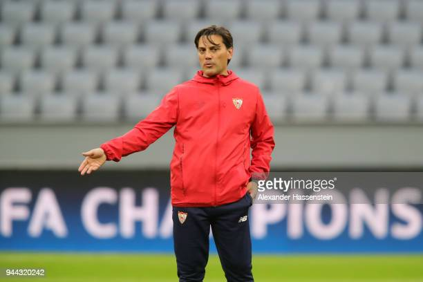 Eduardo Berizzo Manager of Sevilla gives his team instructions during the Sevilla FC Training Session at Allianz Arena on April 10 2018 in Munich...