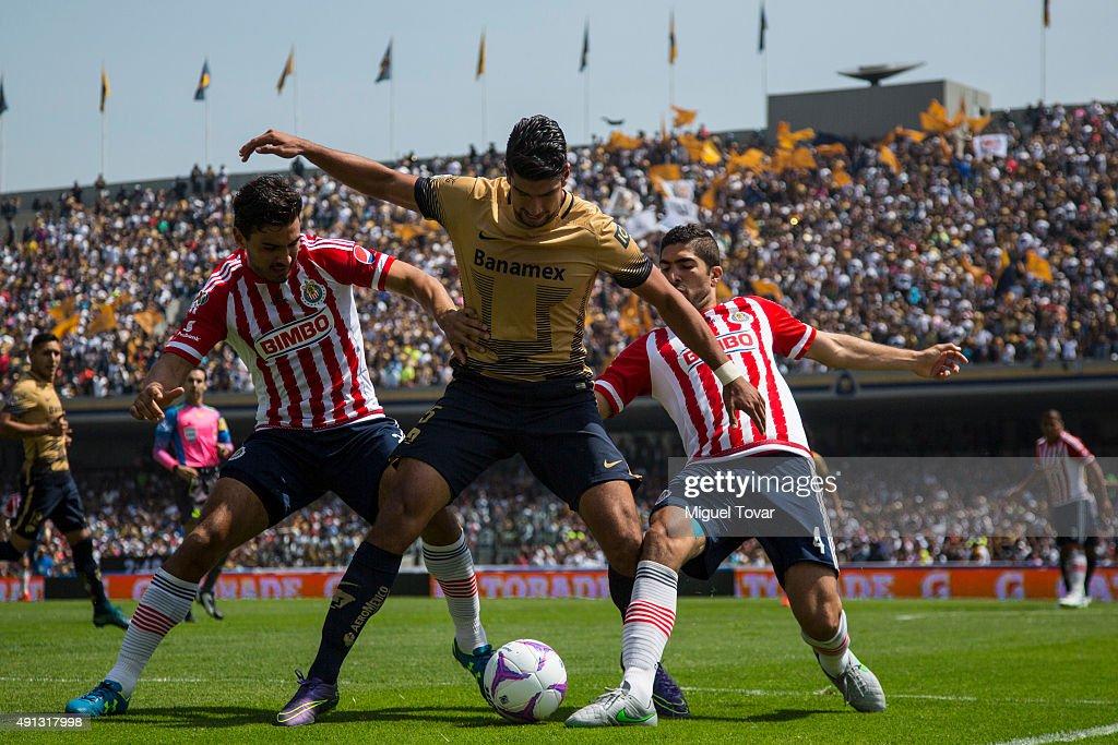 Pumas UNAM v Chivas - Apertura 2015 Liga MX