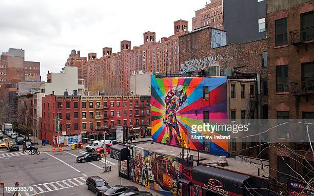 CONTENT] Eduardo Kobra's colorful mural on West 25th St at 10th Avenue in New York City The painting is based on the famous VJ Day kiss in Times...