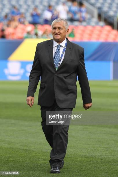 Eduardo Lara coach of El Salvador looks on during the CONCACAF Gold Cup Group C match between El Salvador and Curacao at Sports Authority Field on...