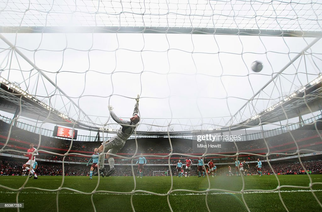Arsenal v Burnley - FA Cup 5th Round : News Photo