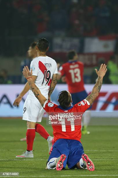 Eduardo Vargas of Chile celebrates at the end of the 2015 Copa America Chile Semi Final match between Chile and Peru at Nacional Stadium on June 29...