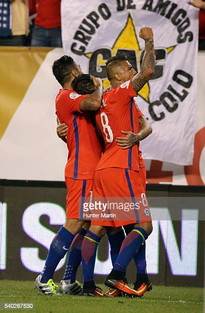 Eduardo Vargas of Chile celebrates with teammates after scoring during a group D match between Chile and Panama at Lincoln Financial Field as part of...