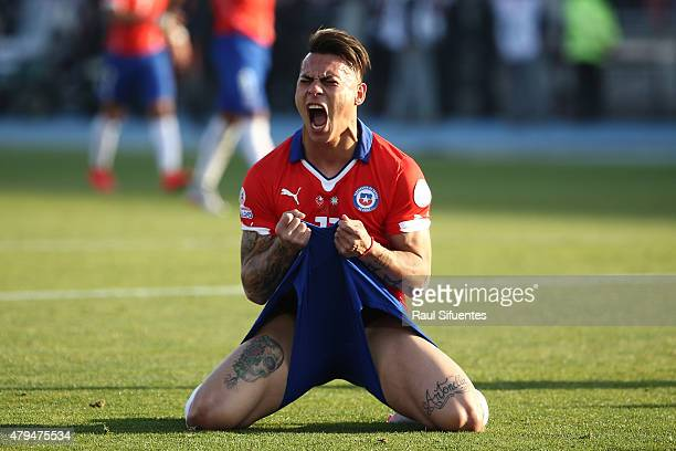 Eduardo Vargas of Chile laments after missing a chance at goal during the 2015 Copa America Chile Final match between Chile and Argentina at Nacional...