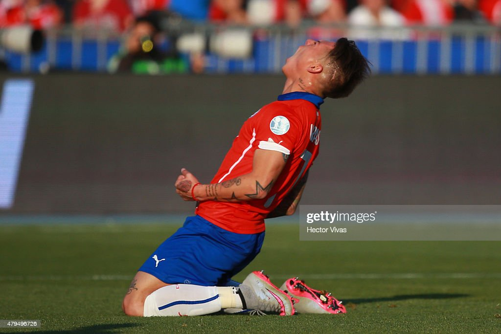 Eduardo Vargas of Chile reacts during the 2015 Copa America Chile Final match between Chile and Argentina at Nacional Stadium on July 04, 2015 in Santiago, Chile.