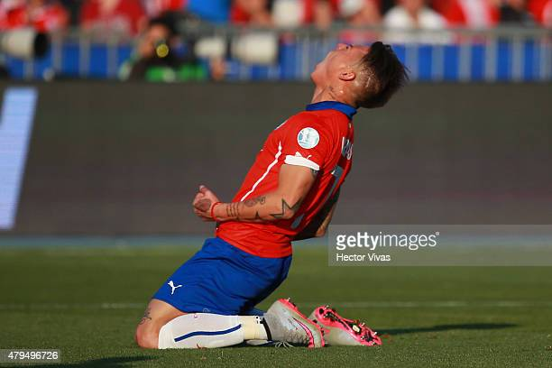 Eduardo Vargas of Chile reacts during the 2015 Copa America Chile Final match between Chile and Argentina at Nacional Stadium on July 04 2015 in...