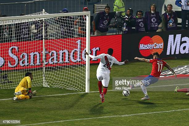 Eduardo Vargas of Chile shoots to score the opening goal during the 2015 Copa America Chile Semi Final match between Chile and Peru at Nacional...