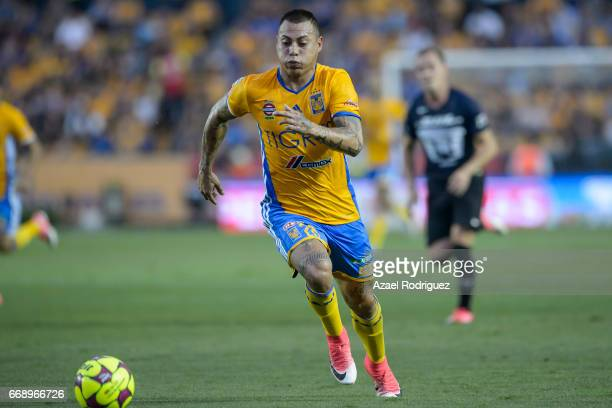 Eduardo Vargas of Tigres drives the ball during the 14th round match between Tigres UANL and Pumas UNAM as part of the Torneo Clausura 2017 Liga MX...