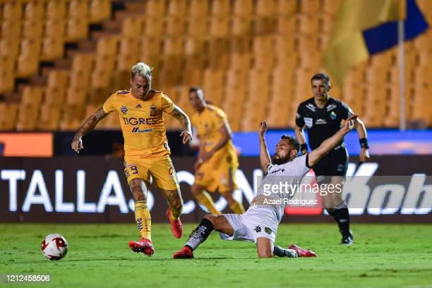 Eduardo Vargas of Tigres fights for the ball with José Esquivel of Juárez during the 10th round match between Tigres UANL and FC Juarez as part of...