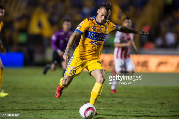 Eduardo Vargas of Tigres kicks the ball during the 16th round match between Tigres UANL and Necaxa as part of the Torneo Apertura 2017 Liga MX at...