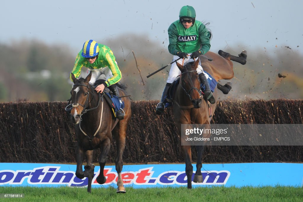 Educated Evans ridden by Sam Twiston-Davies clears the