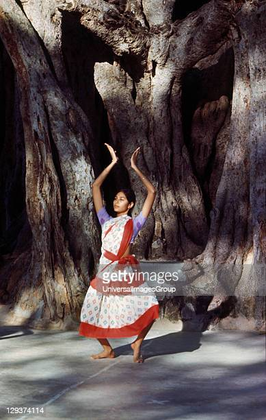 Education India Rishi Valley Rishi Valley School Student Performing A Classical Indian Dance Underneath A Banyan Tree