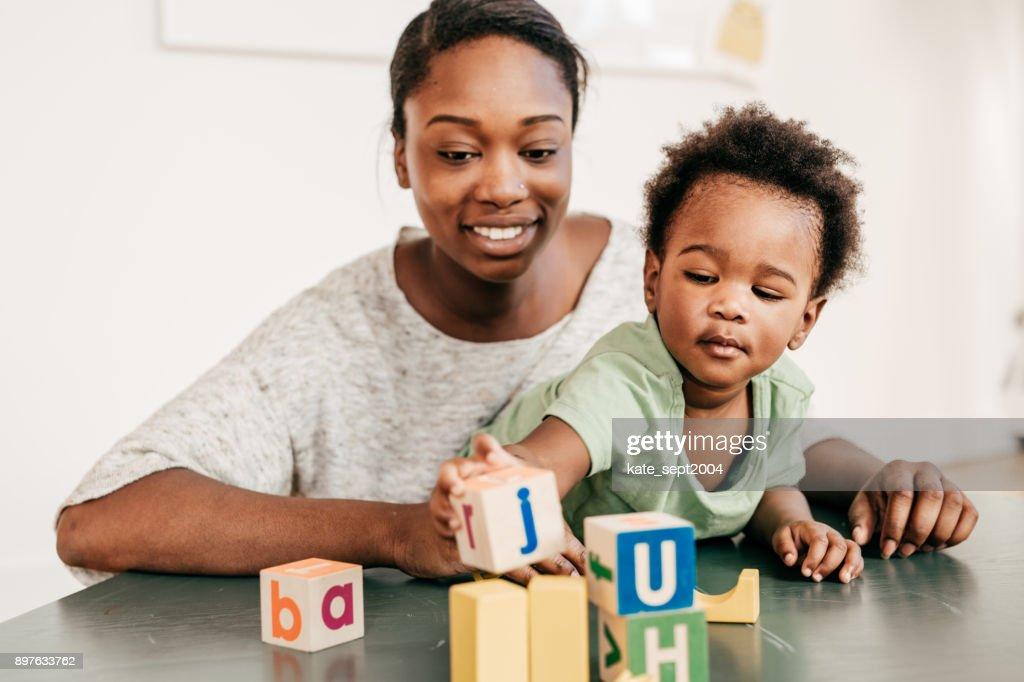 Pädagogische Aktivitäten für Kleinkinder : Stock-Foto