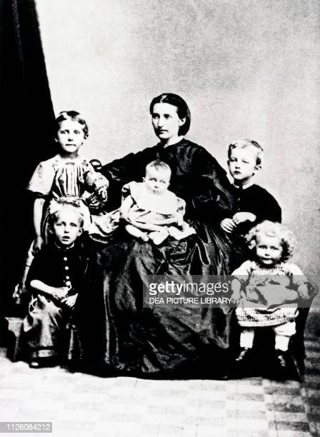 Edvard Munch , Norwegian painter, with his mother Laura Catherine Bjolstad and his siblings, photograph, 19th century.