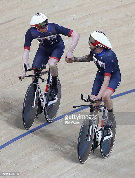 Edward Clancy Steven Burke Owain Doull and Bradley Wiggins of Team Great Britain celebrates setting the new world record of 350570 after competing in...