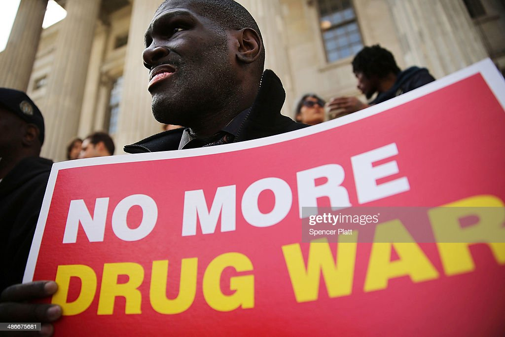 Rally Held In Support Of Brooklyn DA's Plan To Stop Prosecuting Minor Marijuana Offenses : Nachrichtenfoto