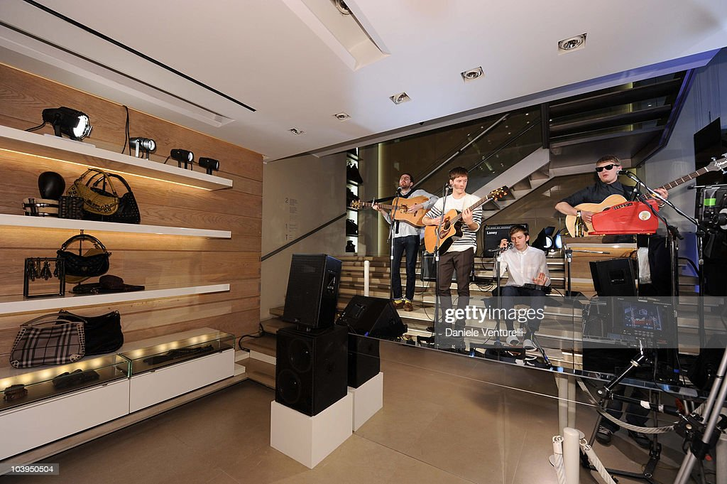 Burberry: Milan Vogue Fashion Night Out : News Photo