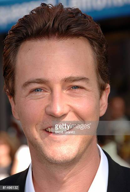"""Edward Norton arrives at the Premiere Of Universal Pictures' """"The Incredible Hulk"""" on June 8, 2008 in Universal City, California."""