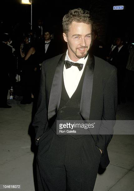 Edward Norton during 1997 Vanity Fair Oscar Party Arrivals at Morton's Restaurant in Beverly Hills California United States