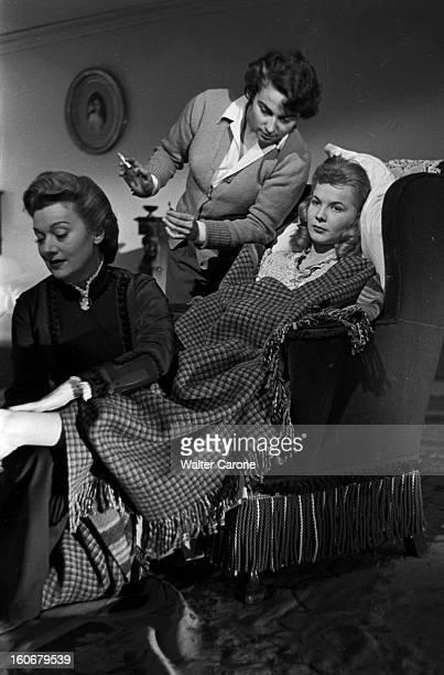 Edwige Feuillere In 'olivia' Directed By Jacqueline Audry Tournage du film 'OLIVIA' réalisé par Jacqueline AUDRY novembre 1950 la réalisatrice une...