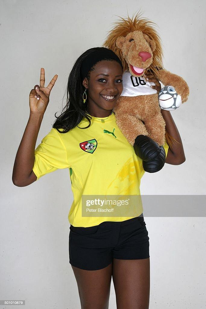 Edwige Madze Badakou Mit Goleo Wahl Zur Miss Wm 2006