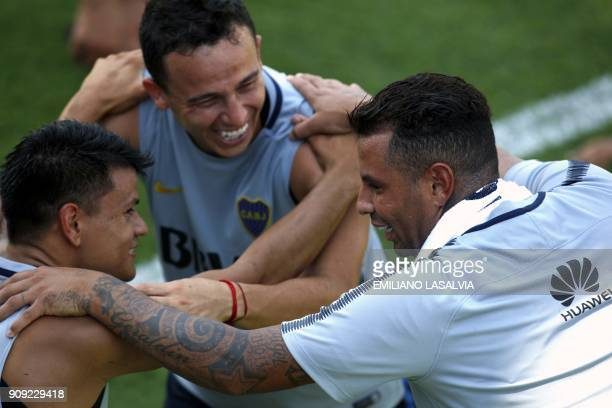 Edwin Cardona Leonardo Jara and Walter Bou take part in a Boca Juniors training session in Buenos Aires on January 23 2018 Colombian players Edwin...