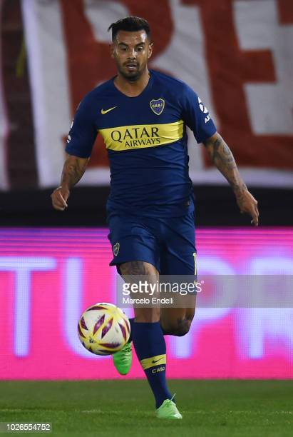 Edwin Cardona of Boca Juniors drives the ball during a match between Huracan and Boca Juniors as part of Superliga Argentina 2018/19 at Estadio Tomas...