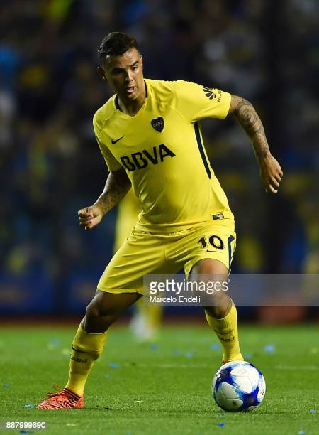Edwin Cardona of Boca Juniors drives the ball during a match between Boca Juniors and Belgrano as part of Superliga 2017/18 at Alberto J Armando...