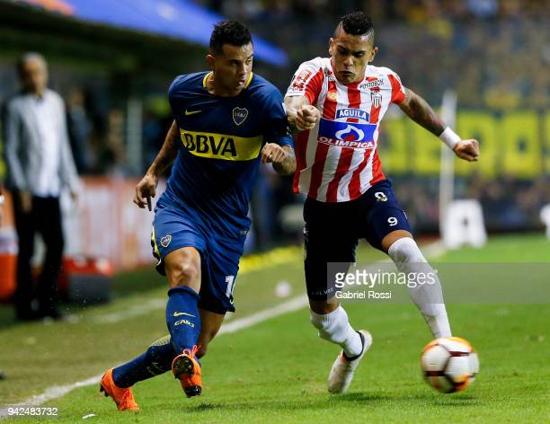 Edwin Cardona of Boca Juniors fights for the ball with Jonatan Alvez of Junior during a group phase match between Boca Juniors and Junior as part of...