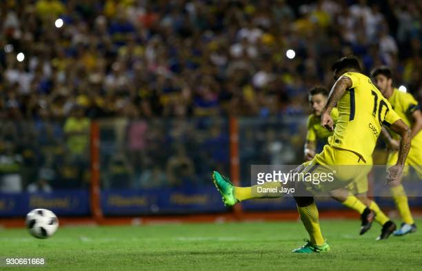 Edwin Cardona of Boca Juniors takes a penalty kick to score during a match between Boca Juniors and Tigre as part of the Superliga 2017/18 at Alberto...