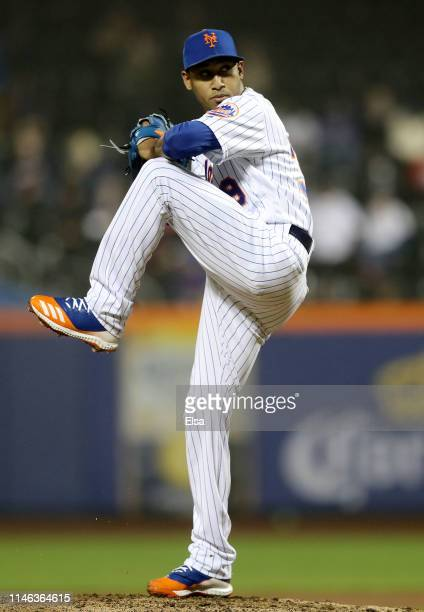 Edwin Diaz of the New York Mets delivers a pitch in the ninth inning against the Cincinnati Reds at Citi Field on May 01, 2019 in the Flushing...