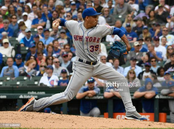 Edwin Diaz of the New York Mets pitches against the Chicago Cubs during the ninth inning at Wrigley Field on June 21, 2019 in Chicago, Illinois.