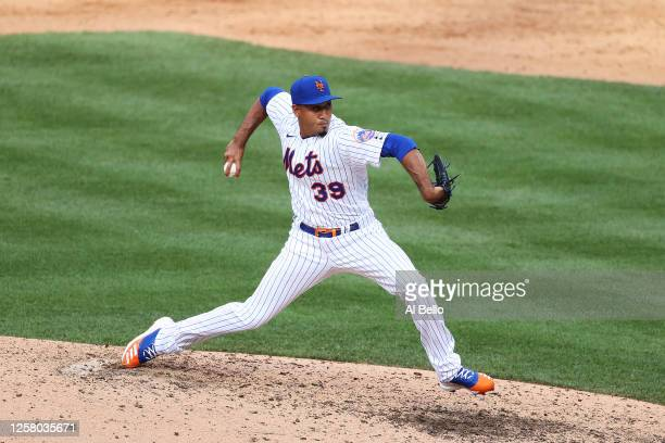 Edwin Diaz of the New York Mets pitches in the ninth inning against the Atlanta Braves and will earn his first save as the Mets win the game 1-0...