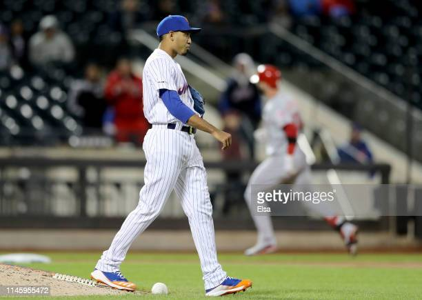 Edwin Diaz of the New York Mets reacts after giving up the game winning home run to Jesse Winker of the Cincinnati Reds in the ninth inning at Citi...