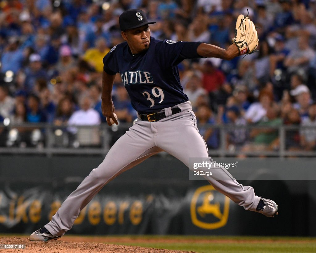 Edwin Diaz #39 of the Seattle Mariners throws in the ninth inning against the Kansas City Royals at Kauffman Stadium on August 4, 2017 in Kansas City, Missouri.